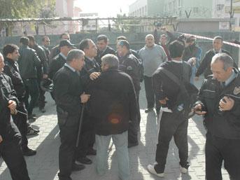 Okulda silahlı satırlı kavga