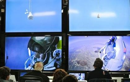 Felix Baumgartner'in Uzaydan Dünya'ya Tarihi Atlayışı ! (Video)
