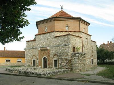 Malkoç Bey camisi – Siklos'da belediye binasının arkasında
