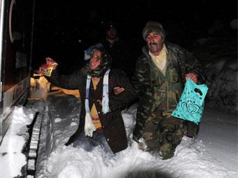 7 kişi donmak üzereyken kurtarıldı