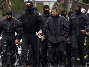 Birçok kentte düzenlenen baskınlarda 20 kişi gözaltına alındı