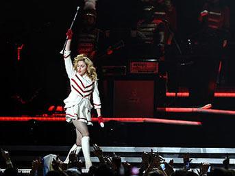 madonna ist1 - Madonna'dan devkonser