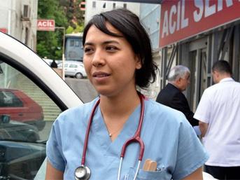 Kızına Rapor Vermeyen Doktora Yumruk Attı