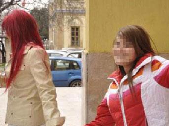 Liseli kız, peşini bırakmayan genci bıçakladı
