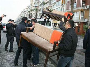İzmir'de zabıtadan masa operasyonu