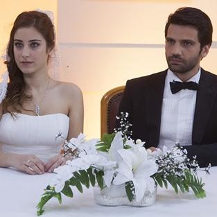 Hazal Kaya nikah masasına oturdu