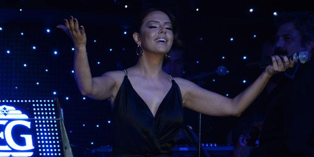 Ebru Gündeş Sahnede Şarkı Rekoru Kırdı